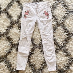 Angel Kiss White Jeans With Roses